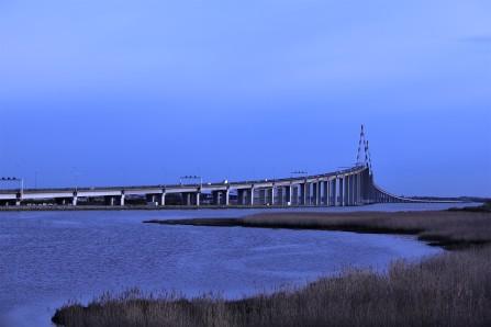 Un pont sur des eaux tranquilles Saint Nazaire.