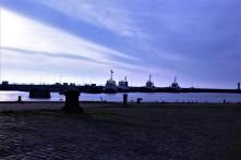 Port de Saint Nazaire au petit matin. Belle lumière et sentiment de calme
