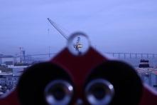 Vue depuis le toit des enclos sous-marins. La juxtaposition des points focaux ajoute à l'effet